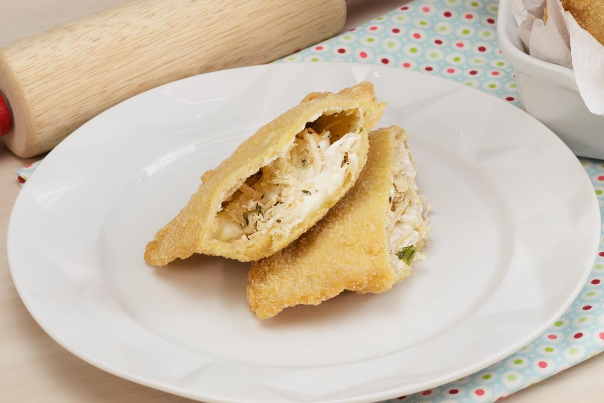 pastel com frango e requeijão