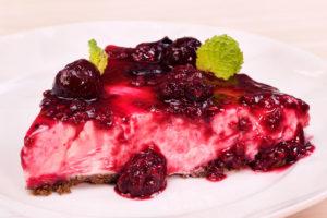 Torta de Trufa de Leite Ninho com Frutas Vermelhas
