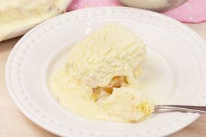 bolo pão de ló com cobertura de leite ninho